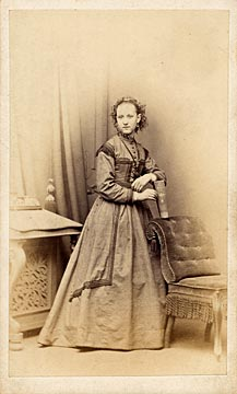 Carte de visite  -  Kyles  -  36 Regent Street  -  Lady, book and chair