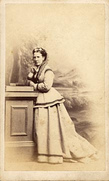 Carte de visite  -  Kyles  -  36 Regent Street  -  Lady, book and pillar