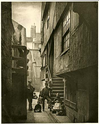 Photogravure by James Craig Annan, taken from Thomas Annan's photographs of the Old Closes and Streets og Glasgow