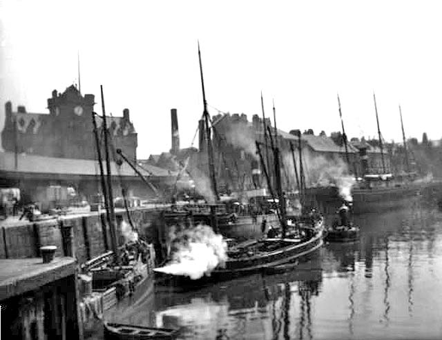 Alex Ayton Glass Plate  -  Leith  - Seamen's Home and  Ships at the Shore