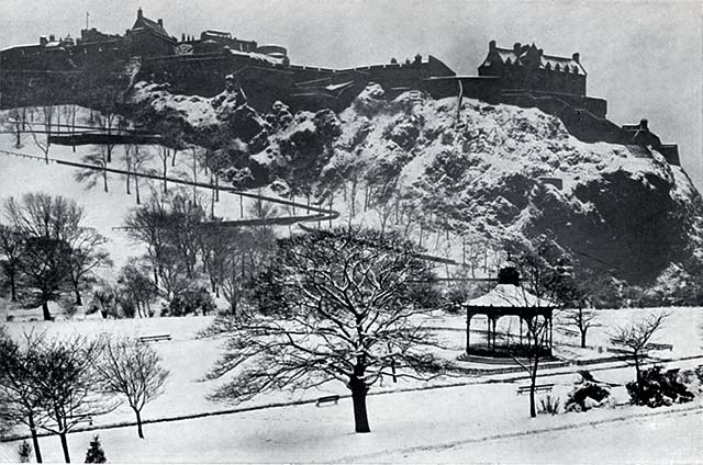 W R & S Ltd  - Photograph from the early-1900s  -  Edinburgh Castle and Princes Street Gardens in the Snow