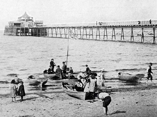 w r & S Ltd photograph from the early 1900s  -  Portobello Pier  -  zoom-in