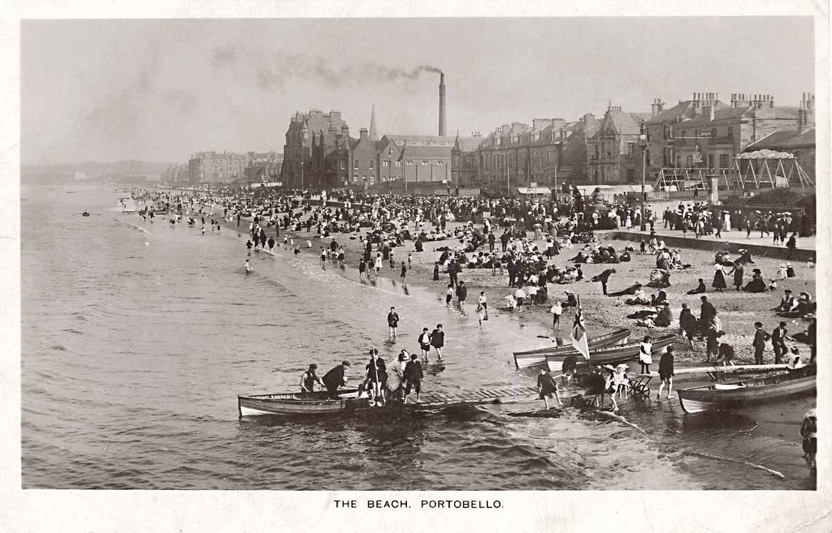 Postcard published by William Thyne, Edinburgh  -  A Busy Day on Portobello Beach  -  View from Portobello Pier