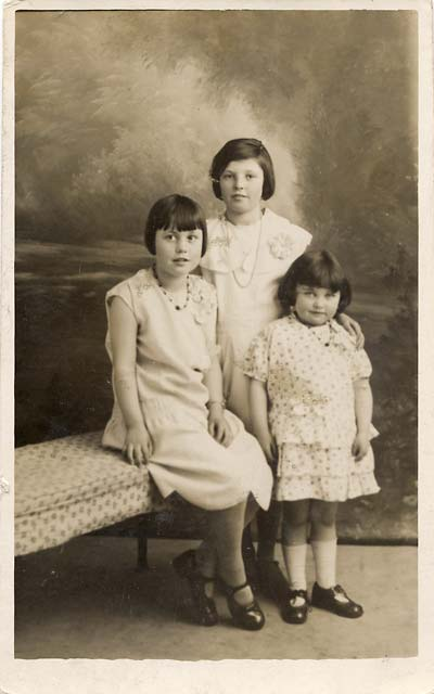 Jerome postcard  -  Date not known  -  Three Girls