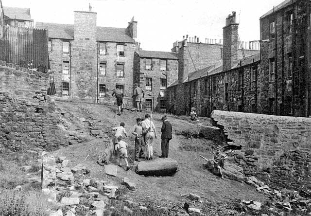 Dumbiedykes Survey Photograph - 1959  -  Between Mid and West Arthur Place