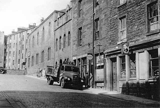 Dumbiedykes Survey Photograph - 1959  - Arthur Street with lemonade lorry