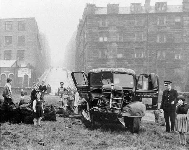 Coal Lorry accident at the foot of Arthur Street