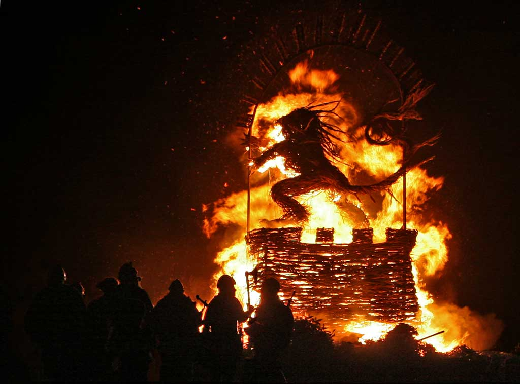 Burning a Wicker Effigy of a Rampant Lion at the top of Calton Hill, at the end of the Torchlight procession  -  December 29, 2008
