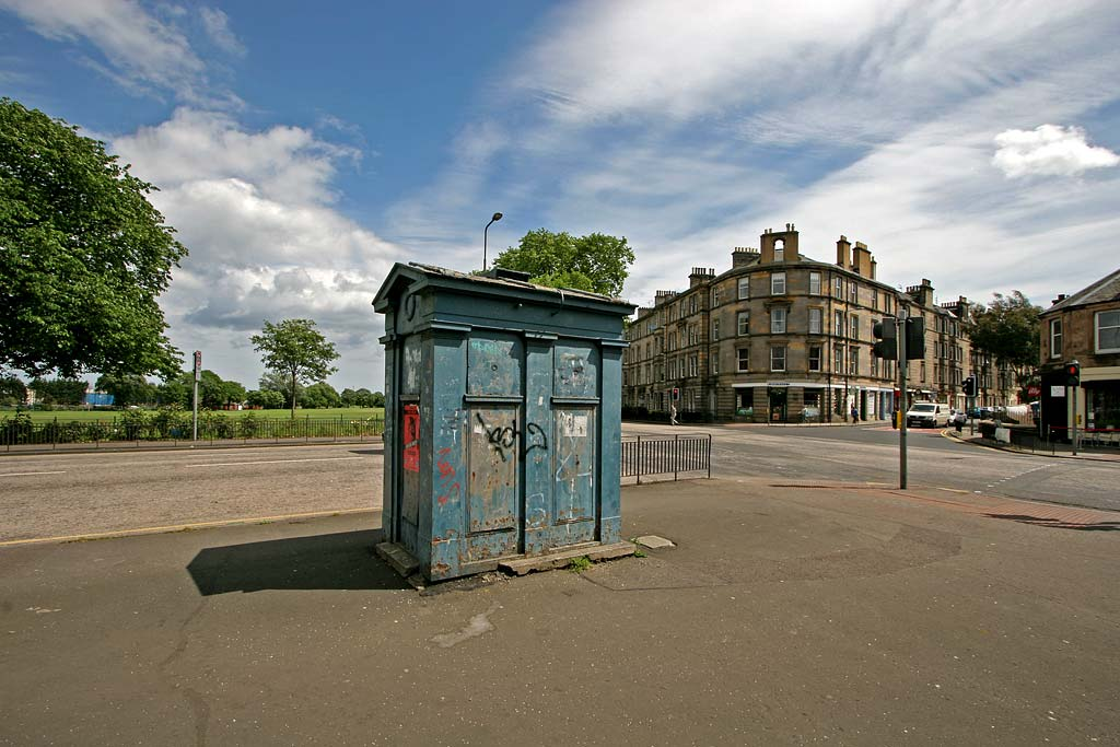 Police Box on the corner of Links Gardens and East Hermitage Place  -  June 2008