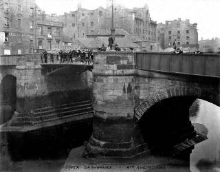 Talk to Edinburgh Photograhic Society  -  Edinburgh Themes  - Leith, Then & Now   -   Bus on Service 1 at OceUpper Drawbridge over the Water of Leith at Sandport Place, Leith  -  1910