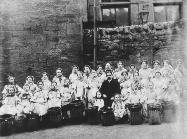 Newhaven Fishwives Costumes  -  Fishergirls' Choir