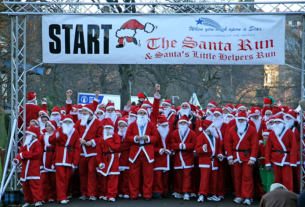 Santa Run  -  West Princes Street Gardens  -  Sunday 11 December 2005
