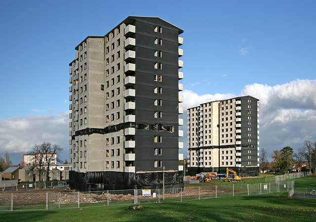 High Rise Demolition : Demolition of gracemount high rise flats se edinburgh