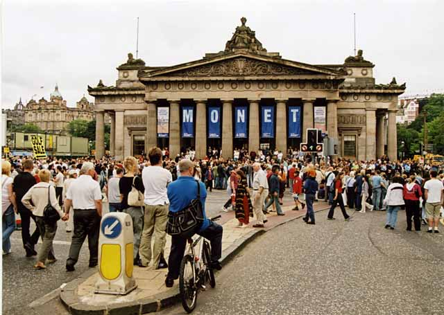 The National Gallery of Scotland at the foot of the Mound, with a crowd assembling to watch the Edinburgh Festival Cavalcade on 3 August 2003
