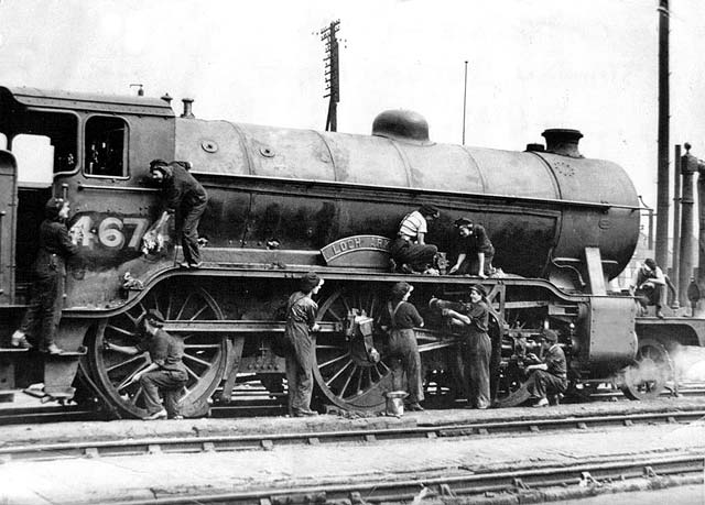 St Margaret's Railway Depot  -  Cleaners at work