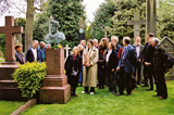 A Group of delegates from the DO Hill Bicentenary Conference visit DO Hill's Grave on 20 May 2002.