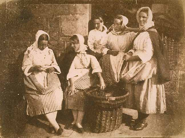 Hill & Adamson calotype of Newhaven Fishwives - 5