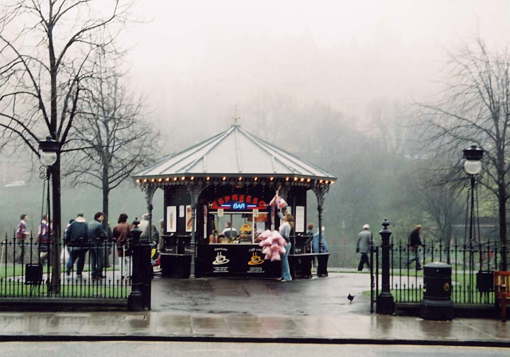 The Espresso Bar in East Princes Street Gardens, photographed on  misty Easter Saturday afternoon  -  26 March 2005