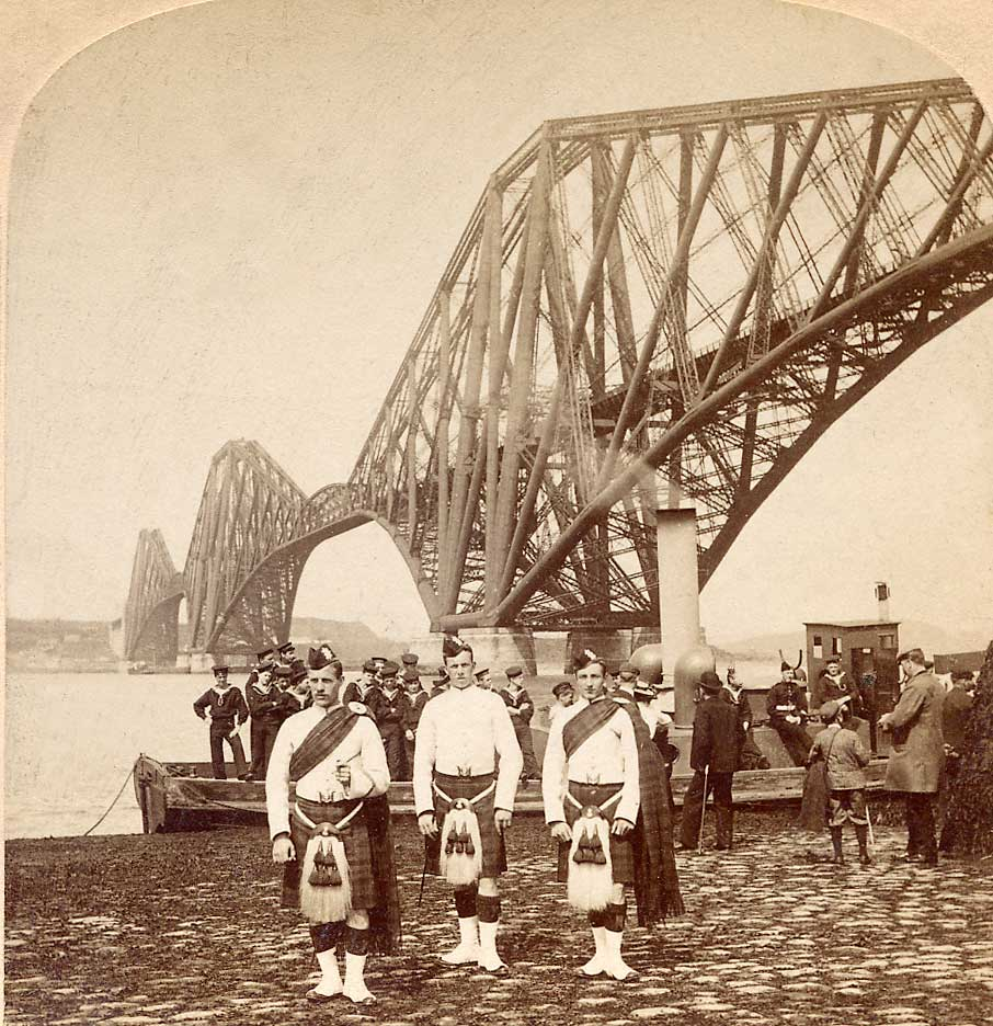 Enlargement of a stereo View by Strohmeyer & Wyman  -  Published by Underwood & Underwood -  The Forth Rail Bridge and the kilt
