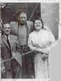 Photograph of Tommy Valance, Jimmy Broadbent and Bella Gold (nee McMillan) in East Arthur Place, Dumbiedykes, 1958