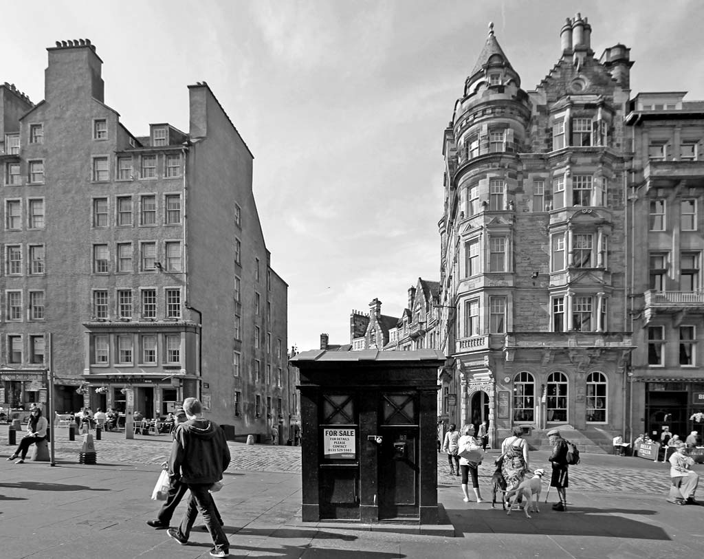 Police Box in the High Street - part of Edinburgh's Royal Mile