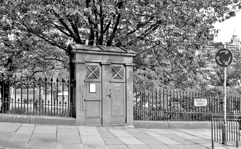 Police Box near the foot of Market Street, at the SE corner of Princes Street Gardens  -  2008