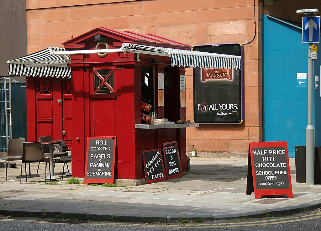 Police Box converted to a snack bar at the corner of Morningside Road and Springvalley Gardens - June 2006