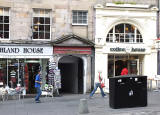 High Street, Edinburgh  -  Entrance to New Assembly Close