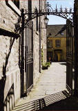 Tweeddale Court  -  Leading to the south from the Royal Mile, almost opposite John Knox House.
